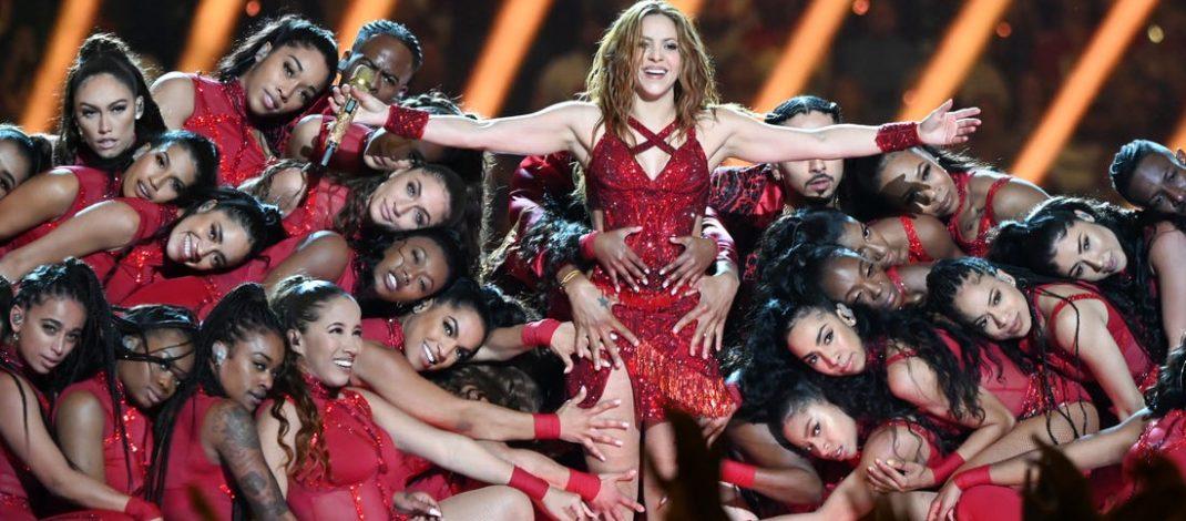 Shakira y J.Lo brillan en el juego de fútbol más latinoamericano de la historia - vivomix