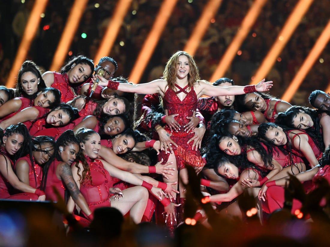 Shakira y J.Lo brillan en el juego de fútbol más latinoamericano de la historia