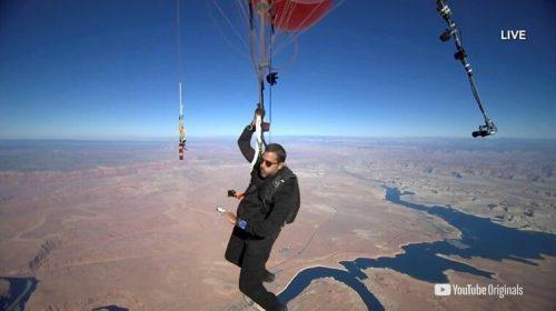David Blaine vuela sobre el desierto de la Arizona en globos - Ahora US